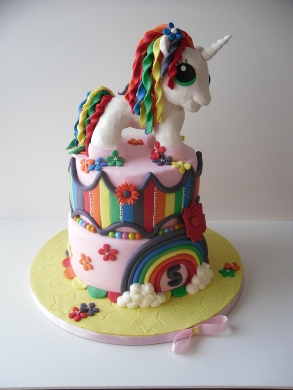 cute little unicorn cake