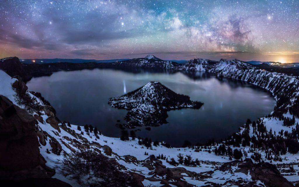 crater lake oregon us at night