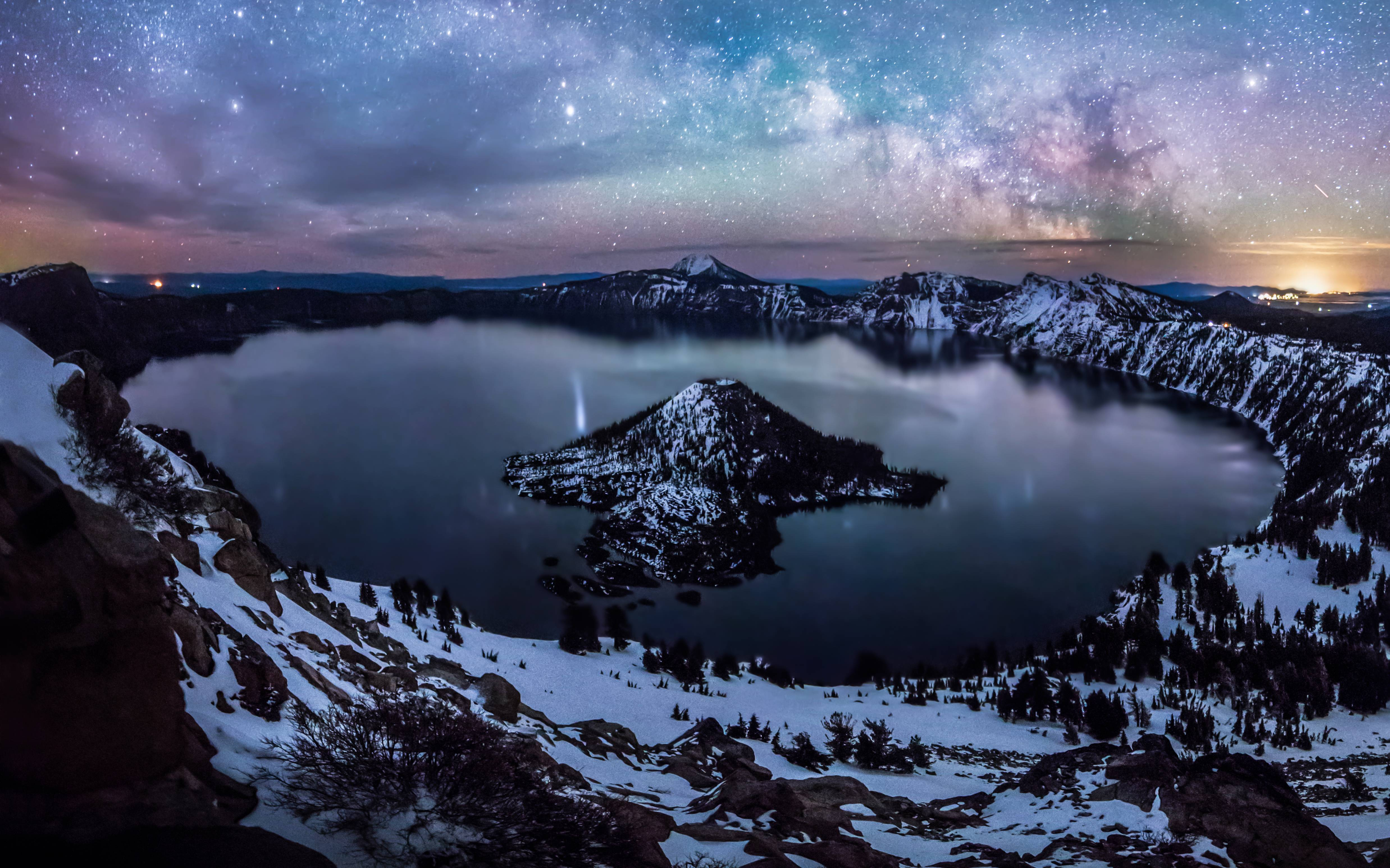 crater lake oregon us at night